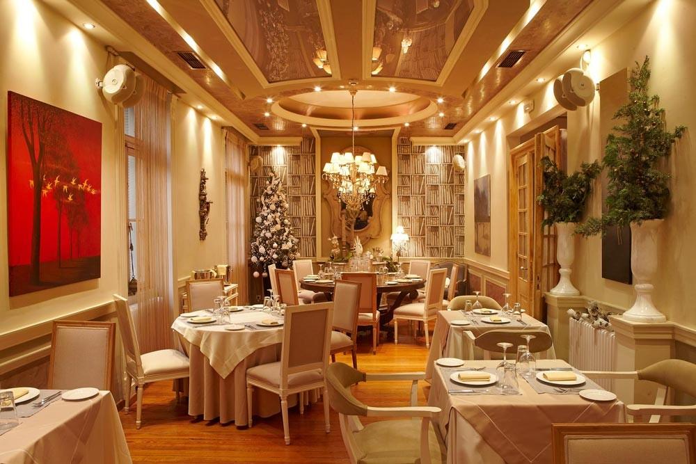 restaurant decoration. Aleria Restaurant  Greek fine dining in the center of Athens The