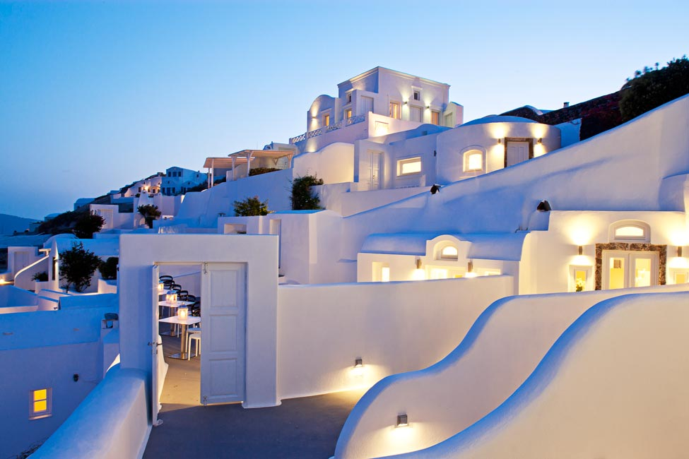 Canaves oia hotel suites designer chic luxury suites in for Design hotel greece