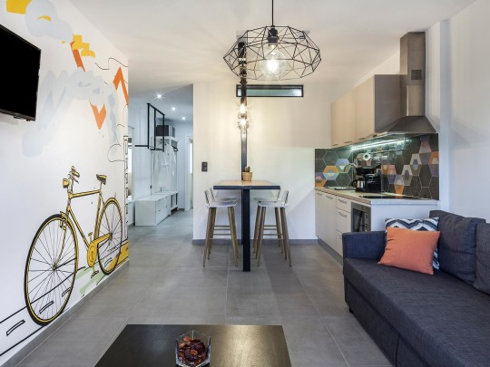 The Athenians modern apartments by Hellodesign