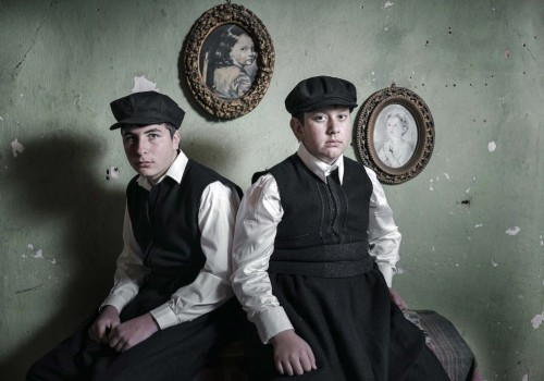 nikos-vavdinoudis-photographs-bell-wearers-macedonia
