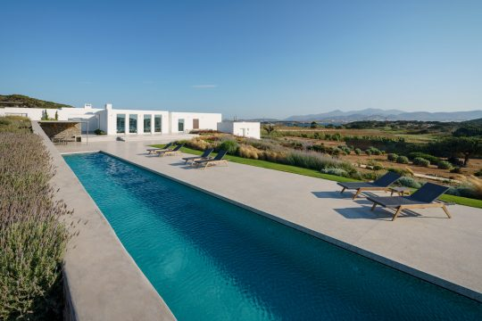 """The Gaze"" house in Paros island by React Architects & Christophe Pingaud Architecture"