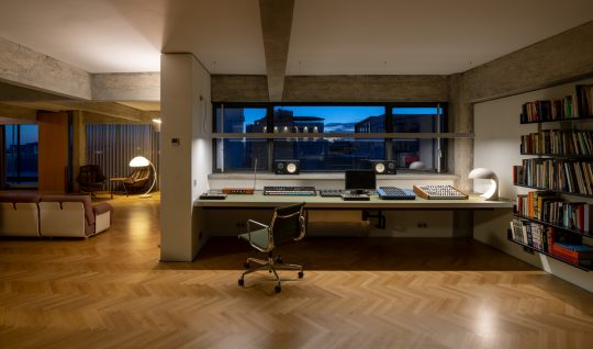 Loft in City Hall square by FLUX office