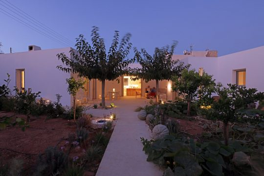 'In Media Res': A house in Parikia, Paros island by React Architects