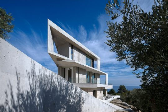 Private residence in Kratigos, Lesvos by b-group