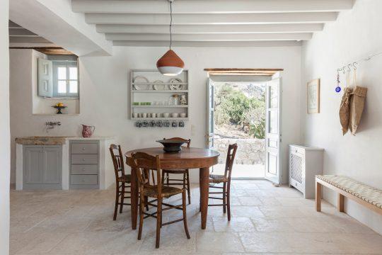 Merikas beach house in Patmos by Studio Krokalia