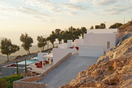 Summerhouse on a mountain in Santorini by Kapsimalis Architects