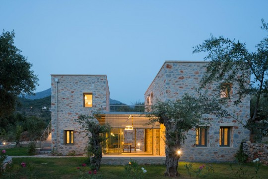 """Mythies"" – 3 vacation Houses in Mani by hhh architects"